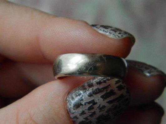 Как убрать царапины на обручальном кольце